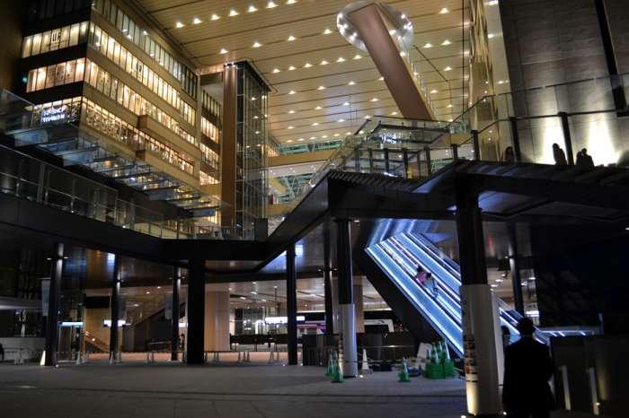 大阪×愛人待ち合わせスポット④:アトリウム広場2階