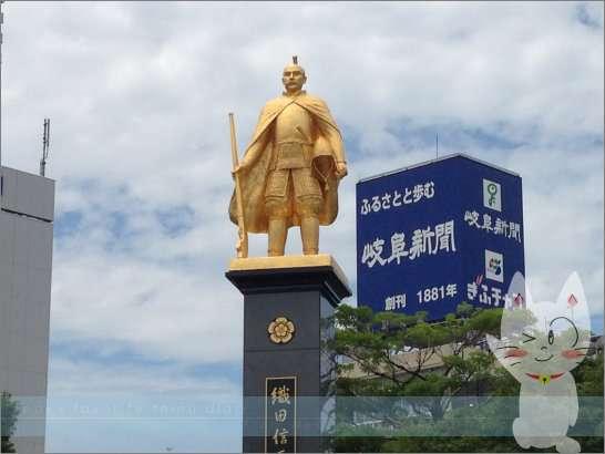 岐阜×愛人待ち合わせスポット③:黄金の信長像